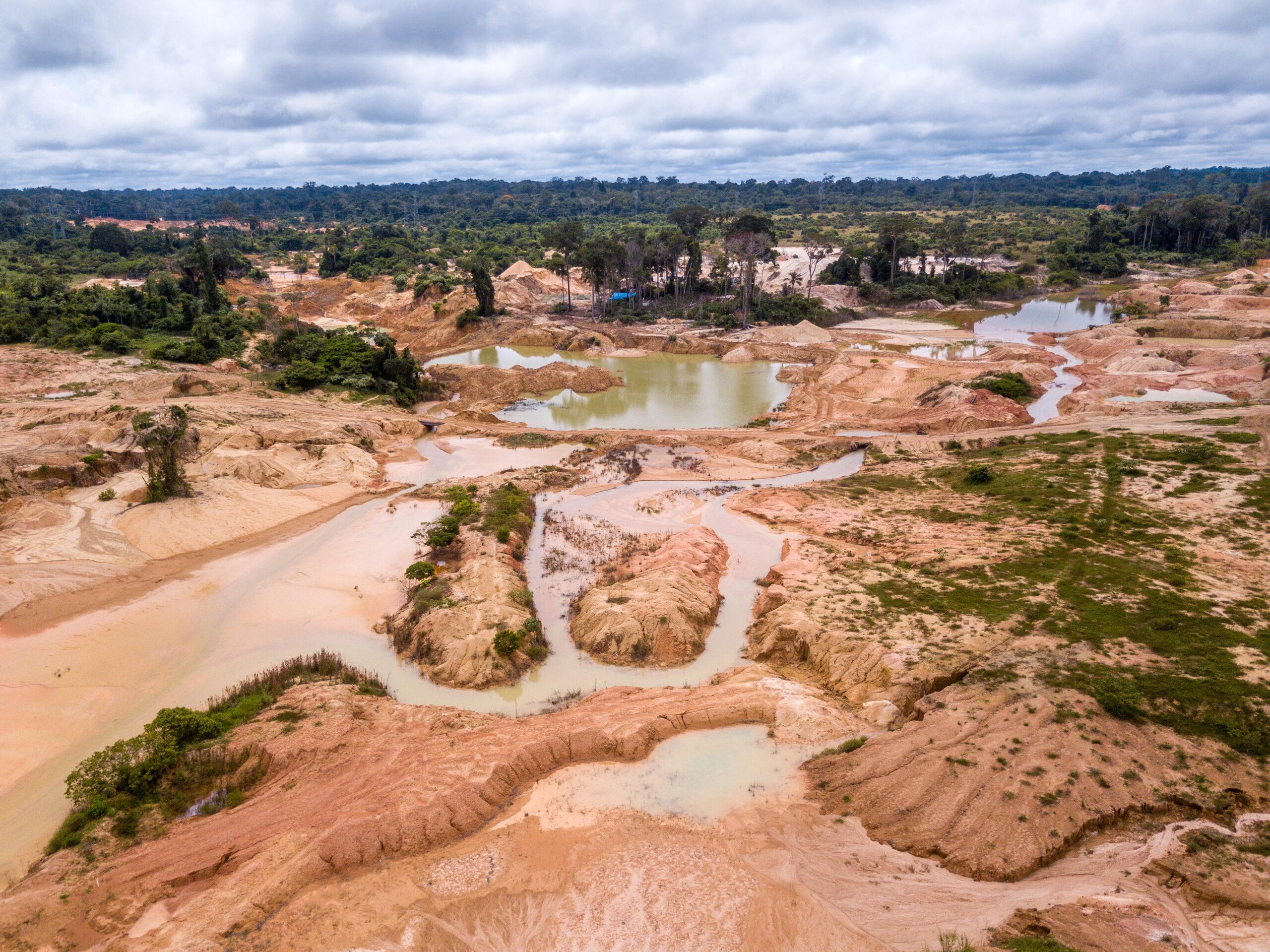 Umweltzerstörung im Regenwald durch Goldabbau