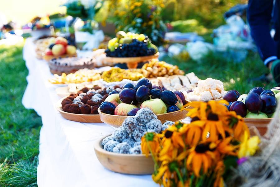 Kuchen Buffet an der Hochzeit