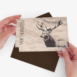 Nachhaltige und rustikale Einladung zur Hochzeit im Design Hirsch